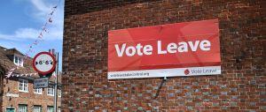 une-affiche-pro-brexit-placardee-sur-un-immeuble-a-charing-le-16-juin-2016_5617781
